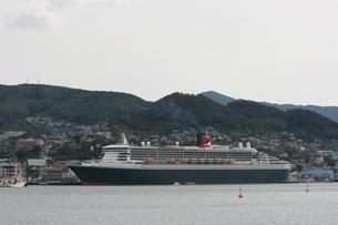港に停泊する豪華客船の素材 [FYI00414285]