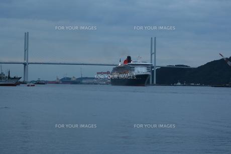 橋と豪華客船の素材 [FYI00414292]