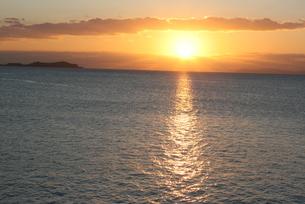 海に沈む夕日の素材 [FYI00414297]