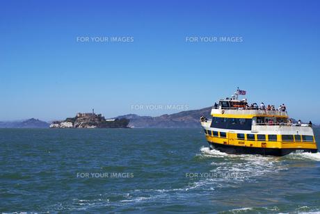 アルカトラズ島へ向かう船の写真素材 [FYI00415038]