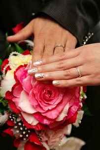 新郎新婦の指の写真素材 [FYI00415128]