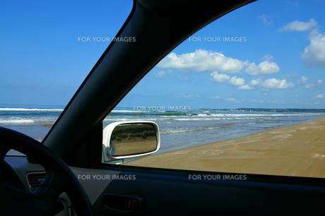 車窓から見た海の素材 [FYI00415193]