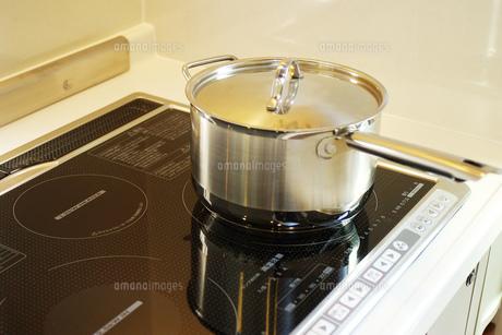 IHクッキングヒーターと鍋の写真素材 [FYI00415290]