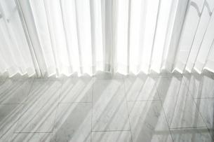 窓から差し込む光の写真素材 [FYI00415425]