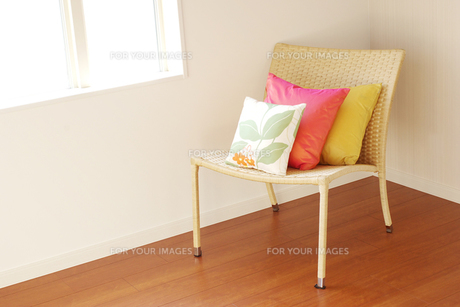 窓辺の椅子の素材 [FYI00415442]