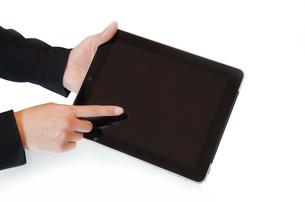 タブレットPCと女性の手の写真素材 [FYI00415552]