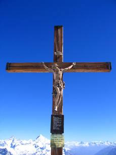 山の上の十字架の写真素材 [FYI00415819]