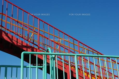 青空とすべりだいの写真素材 [FYI00415898]