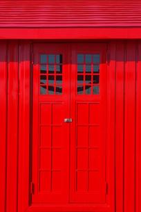 赤い扉の写真素材 [FYI00415954]