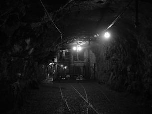 廃坑内産業用エレベーターの写真素材 [FYI00416057]