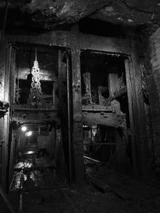 廃坑内産業用エレベーターの写真素材 [FYI00416060]