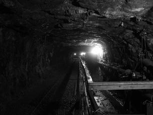 廃坑内の坑道の写真素材 [FYI00416067]