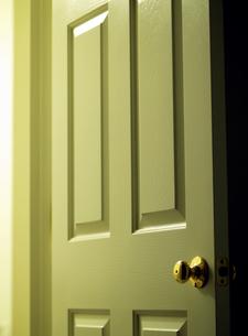 開いたドアの写真素材 [FYI00416072]