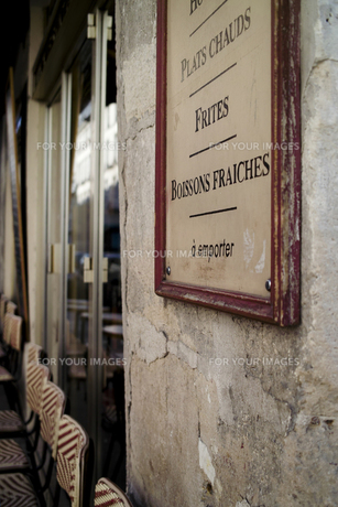 パリのカフェとメニューボードの写真素材 [FYI00416160]