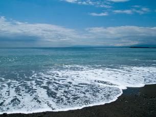 岸に寄せる波の写真素材 [FYI00416604]