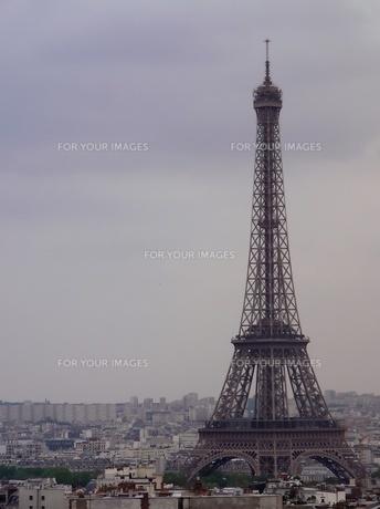 凱旋門からのエッフェル塔の写真素材 [FYI00416787]
