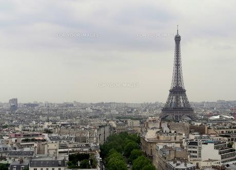 凱旋門からの風景 エッフェル塔の写真素材 [FYI00416792]