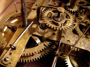 古時計のムーブメントの写真素材 [FYI00416810]