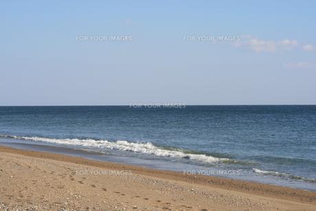 波と足跡の写真素材 [FYI00416828]