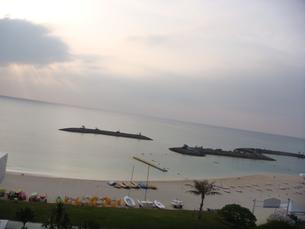 サンマリーナビーチ 雲に隠れた夕日の素材 [FYI00416876]
