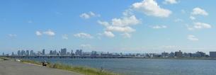 河口からのぞむ大阪の街の写真素材 [FYI00416989]