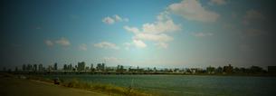 河口からのぞむ大阪の街の写真素材 [FYI00416995]