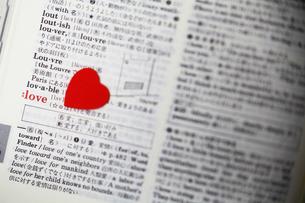 辞書に感情をの写真素材 [FYI00417772]