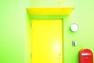 カラフルな扉の写真素材 [FYI00417781]