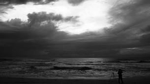 写真と空と人と。の素材 [FYI00417782]