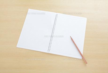 リングノートと鉛筆の写真素材 [FYI00417784]