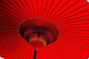 赤い番傘の素材 [FYI00418061]