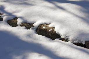 雪の石段の写真素材 [FYI00418109]