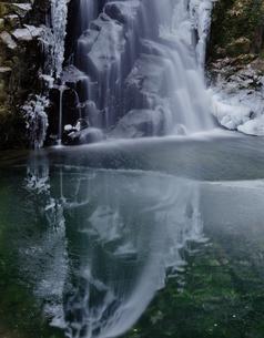 冬の三重県赤目四十ハ滝の素材 [FYI00418857]