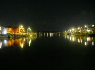夜の港町の写真素材 [FYI00419342]