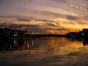 夕暮れの港の写真素材 [FYI00419352]