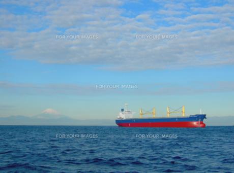 富士山と大型船の素材 [FYI00419380]