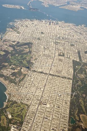 上空から見るサンフランシスコの町並みの写真素材 [FYI00419564]