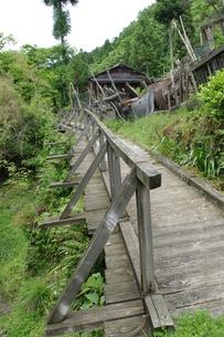 山村の木橋の写真素材 [FYI00420089]