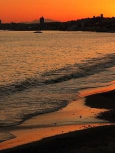 夕日に染まる海の写真素材 [FYI00420301]