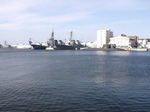 潜水艦のある街の写真素材 [FYI00420341]