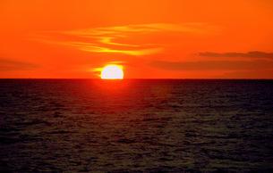 海上の日没の写真素材 [FYI00420480]