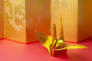 金の折り鶴の写真素材 [FYI00420610]