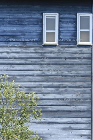小窓と壁の写真素材 [FYI00420639]