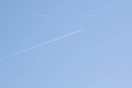 飛行機雲の素材 [FYI00421137]