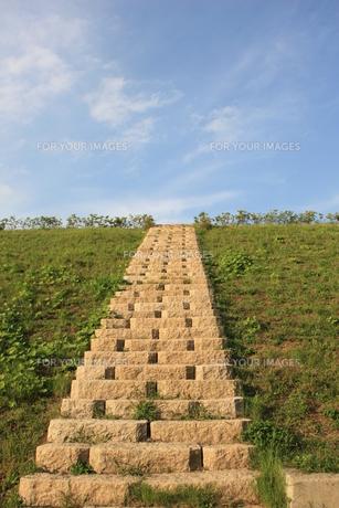 石階段と青空の素材 [FYI00421161]