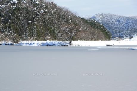 湾の海面に積雪の素材 [FYI00421166]