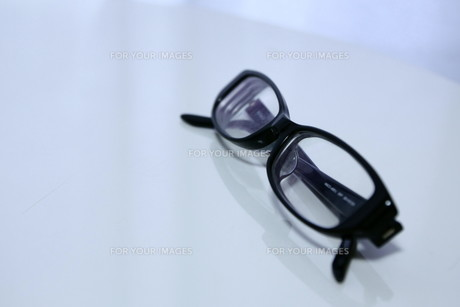 黒ぶちメガネの素材 [FYI00421172]