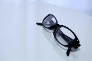 黒ぶちメガネの写真素材 [FYI00421172]