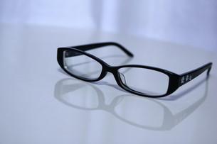 黒ぶちメガネの写真素材 [FYI00421191]