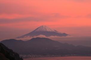 朝焼けの富士山の写真素材 [FYI00421328]